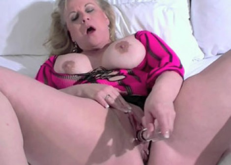 Chubby MILF Summer fucks her toy
