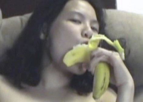 Colette & Vixen play with bananas